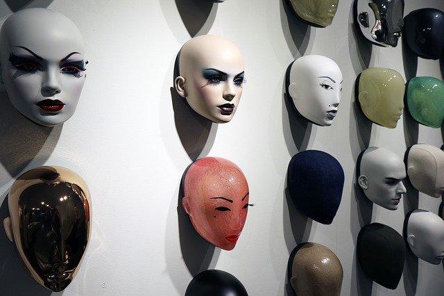 Dzieła sztuki z plastiku. Galeria Sztuki Foksal 17